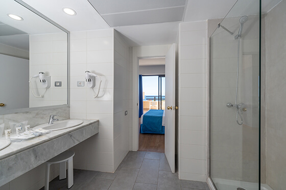 chamber junior suite  baño hotel grand teguise playa