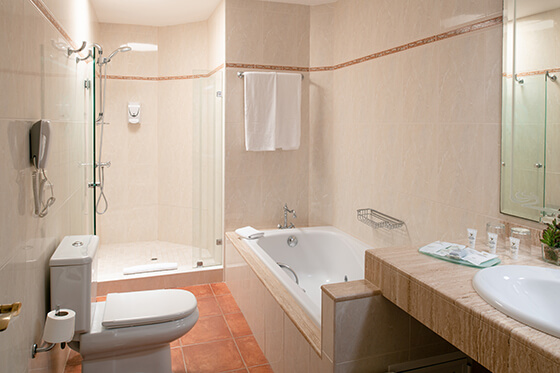 chamber suite baño hotel grand teguise playa
